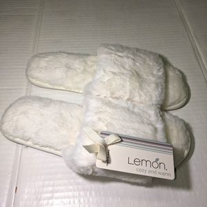 *NEW* LEMON LADIES SIZE L\8 COZY AND WARM SLIPPERS